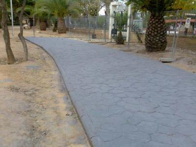 20071205053928-20071205-774-243-repavimentacion-del-acceso-al-colegio-luis-vives.-f.jpg