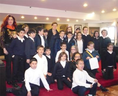 20080123212404-20080123-964-292-alumnos-colegio-sagrada-familia-visitan-ayunt.-f.jpg