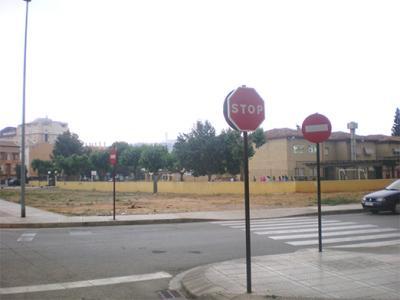 20080508200737-20080508-1319-398-bloc-torna-a-demanar-millores-escola-ausias-march.-f.jpg