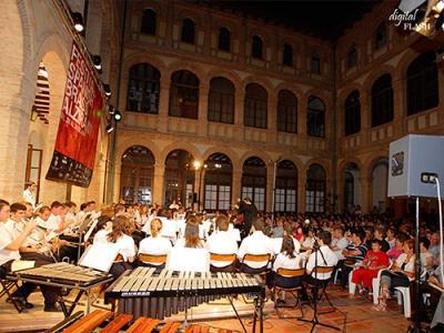 El claustre de la casa de la cultura de alzira acoge en for Casa piscitelli musica clasica