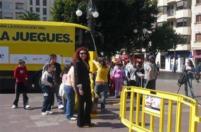 """LA I CAMPAÑA FORMATIVA PARA LA EDUCACIÓN VIAL TITULADA """"NO TE LA JUEGUES"""" VUELVE A ALZIRA"""