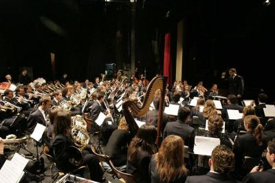 BASTIDAS SE COMPROMETE CON LOS MÚSICOS ASEGURÁNDOLES UN NUEVO CONSERVATORIO DE MÚSICA EN ALZIRA
