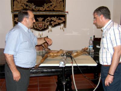 UN NUEVO MÉTODO CIENTÍFICO DETECTA LA ANTIGÜEDAD DEL CRISTO DE SANTA BÁRBARA EN EL MUSEO MUNICIPAL DE ALZIRA