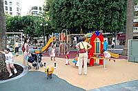 SE ESTRENAN NUEVOS JUEGOS INFANTILES EN LA PLAZA MAYOR DE ALZIRA