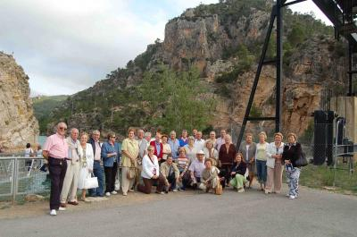 LA ASOCIACIÓN PRO HOGAR DE ANCIANOS SANTA TERESA JORNET REALIZA UN VIAJE AL BALNEARIO DE COFRENTES