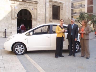 EL AYUNTAMIENTO DE ALZIRA RECIBE UN NUEVO VEHÍCULO PARA EL DEPARTAMENTO DE SERVICIOS PÚBLICOS