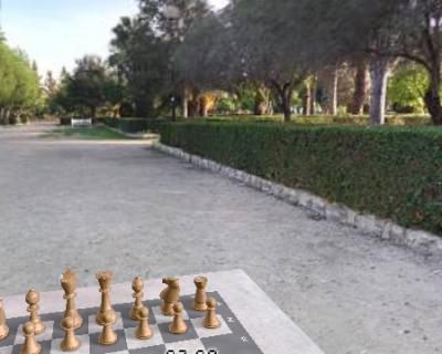 Juego de ajedrez ambientado en el parque de la Alquenencia de Alzira