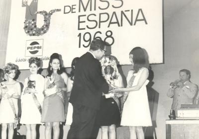 ESTAMPAS Y RECUERDOS DE ALZIRA (25). PASARELA DE BELLEZAS EN EL CINE DE VERANO CASABLANCA. POR: ALFONSO ROVIRA.