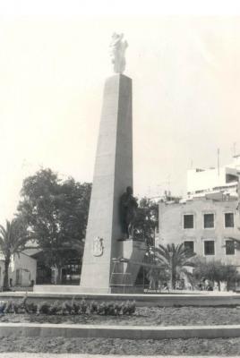 ESTAMPAS Y RECUERDOS DE ALZIRA (29) __ EL MONUMENTO DE LA PLAZA DEL REYNO, UN HOMENAJE AL LABRADOR ALZIREÑO __ POR: ALFONSO ROVIRA