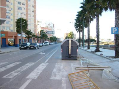 FOTO – DENUNCIA DE ALZIRA (11) __ EL BLOC D' ALZIRA DENÚNCIA LA CAÒTICA CIRCULACIÓ DEL CARRER SUECA