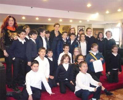 ALUMNOS DEL COLEGIO SAGRADA FAMILIA DE ALZIRA VISITAN EL AYUNTAMIENTO