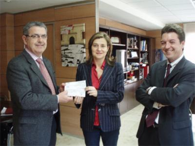 TEXLIMCA HA DONADO ESTA MAÑANA CASI 3.000 EUROS AL AYUNTAMIENTO DE ALZIRA PARA FINES BENÉFICOS