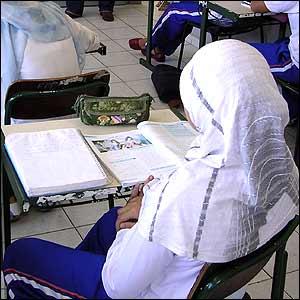 LA CONCEJALÍA DE EDUCACIÓN SUBVENCIONA CLASES DE VALENCIANO Y CASTELLANO EN ALZIRA PARA ALUMNOS EXTRANJEROS