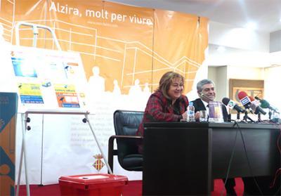 SE PRESENTA EN ALZIRA LA CAMPAÑA DE RECICLAJE DE PILAS Y FLUORESCENTES