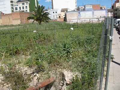 FOTO – DENUNCIA DE ALZIRA (26) __ EL SOLAR DEL ANTIGUO CINE PISCINA EN UN ESTADO LAMENTABLE
