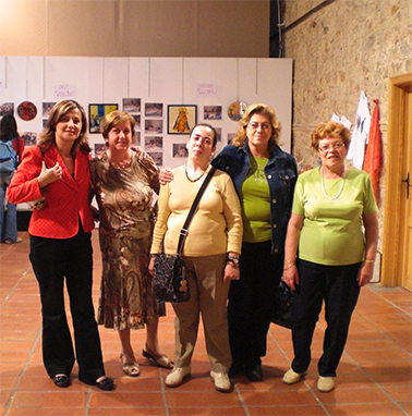 ELENA BASTIDAS VISITA LA EXPOSICIÓN DEL TALLER DE MANUALIDADES DE PROSUB QUE SE ESTÁ CELEBRANDO ESTOS DÍAS EN ALZIRA