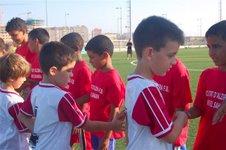 BENJAMINS DEL CIUTAT D'ALZIRA I XIQUETS SAHARAUIS DISPUTAREN UN PARTIT DE FUTBOL PER LA SOLIDARITAT