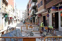 COMERCIANTES DE ALZIRA DENUNCIAN LA PÉRDIDA DE CLIENTES POR UNAS OBRAS EN EL ALCANTARILLADO