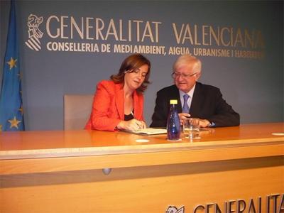 LA ALCALDESA DE ALZIRA FIRMA UN CONVENIO PARA EL FOMENTO DE LA CONSTRUCCIÓN DE VIVIENDAS DE PROTECCIÓN PÚBLICA