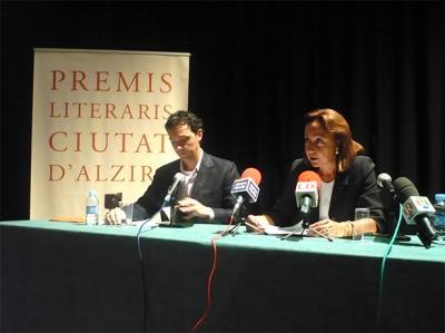 PRESENTACIÓ DEL XIV CICLE DE CONFERÈNCIES QUE ENVOLTEN ELS PREMIS LITERARIS CIUTAT D'ALZIRA