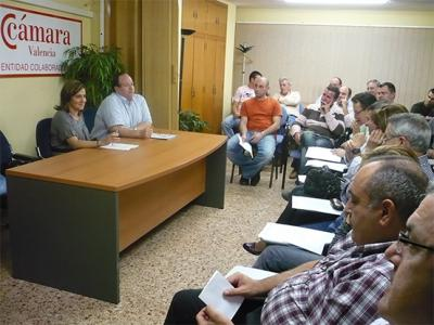 BASTIDAS SE REÚNE CON LOS EMPRESARIOS PARA EXPLICAR LAS ÚLTIMAS NOVEDADES DEL NUEVO PARQUE EMPRESARIAL EL PLA DE ALZIRA