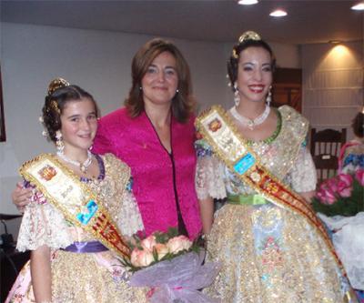 ELENA BASTIDAS PROCLAMA A CARLA ANDRÉS Y ESTHER MARCO COMO FALLERAS MAYORES DE ALZIRA DE 2009