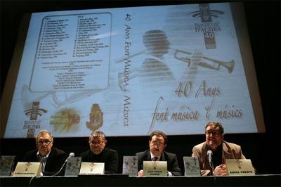 """LA SOCIETAT MUSICAL D'ALZIRA PRESENTA UN DOBLE DISCO CON OBRAS QUE RECOPILAN SUS 40 AÑOS """"FENT MÚSICA I MÚSICS"""""""