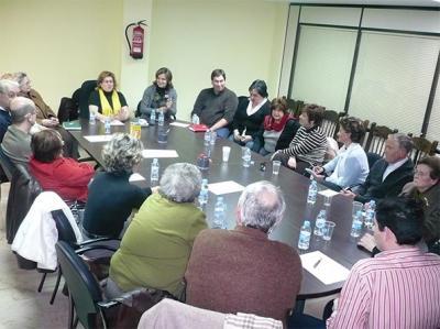 ELENA BASTIDAS SE REÚNE CON REPRESENTANTES DE CÁRITAS Y CRUZ ROJA DE LAS DIFERENTES PARROQUIAS DE ALZIRA