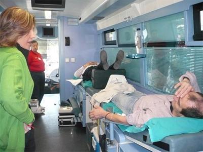 ELENA BASTIDAS VISITA A LOS DONANTES DE SANGRE