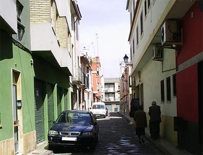 CORREOS DE NUESTROS USUARIOS. FALTA DE CONCIENCIA SOCIAL Y CIVISMO A LA HORA DE APARCAR EN ALZIRA