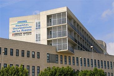 OPERAN DE URGENCIA A UNA JOVEN TRAS ACUDIR CINCO VECES AL HOSPITAL DE ALZIRA SIN PRACTICARLE NI UNA SOLA PRUEBA