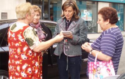 ELENA BASTIDAS INICIA SU TRADICIONAL RONDA DE VISITAS A LOS BARRIOS DE ALZIRA